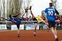Nohejbalisté Čelákovic zvítězili v prvním zápase extraligy nad Vsetínem jasně 6:0.