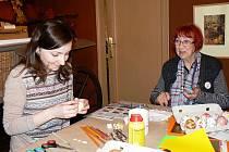 Kornélie Němečková (vpravo) umí originální kraslice