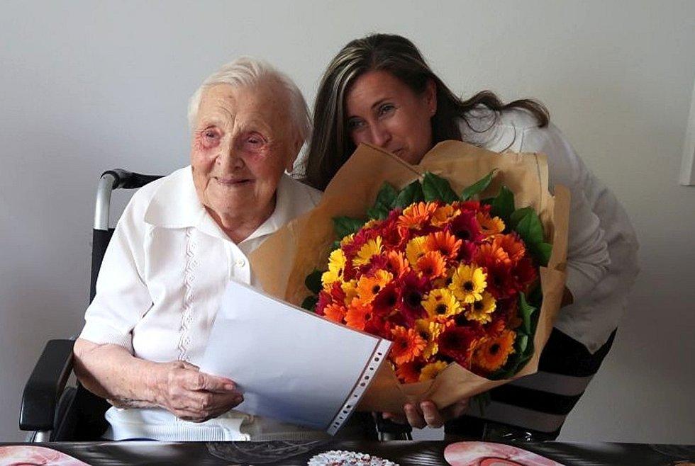 V poděbradském domově pro seniory Hvězda se konala oslava narozenin Evženie Janákové.