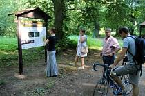 Součástí otevření naučné stezky byla i komentovaná prohlídka s hlavním autorem Markem Velechovským.