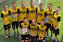 STŘÍBRNÉ. Mladé košíkářky Sadské skončily na turnaji v Ostravě na druhém místě. Ve finále nestačily na maďarský tým