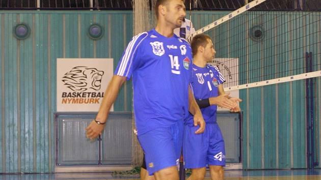 Z volejbalového utkání první ligy Nymburk - MFF Praha (1:3)