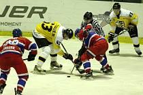 Z hokejového utkání druhé ligy Nymburk - Moravské Budějovice (6:3)