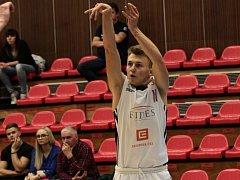 FILIP NOVOTNÝ si už zahrál za nymburské basketbalové áčko. A je také reprezentant