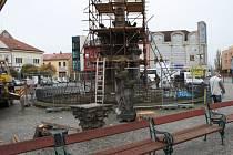Náměstí Přemyslovců opouštějí sochy