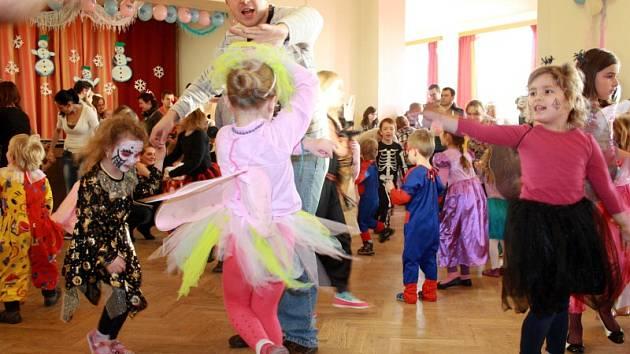 Dětský maškarní ples v Milovicích
