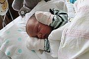 O TADEÁŠOVI DOPŘEDU VĚDĚLI. Tadeáš Nestrojil se narodil 12. října 2017 v 8.31. Vážil 3 030 g a měřil 48 cm. Rodiče Klára a Jiří z Loučeně si prvního chlapečka nechali dopředu prozradit.