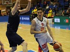Z basketbalového utkání Nymburk - Opava (100:64)