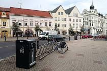 Na Jiřího náměstí jsou umístěny pouze koše na směsný odpad.