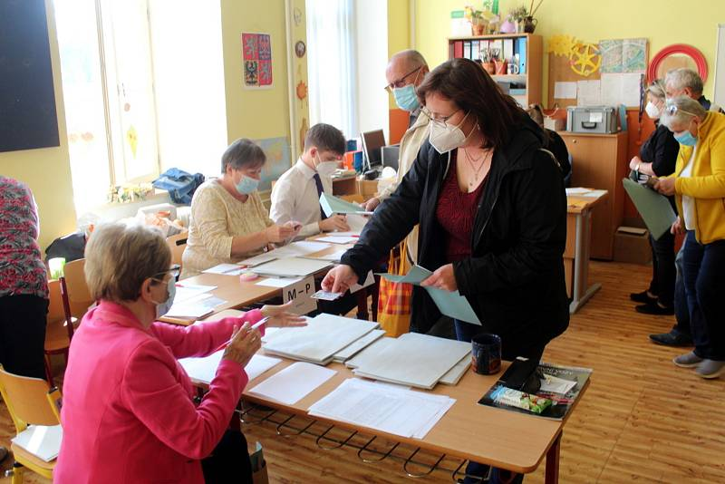 Volby na Základní škole Tyršova v Nymburce.