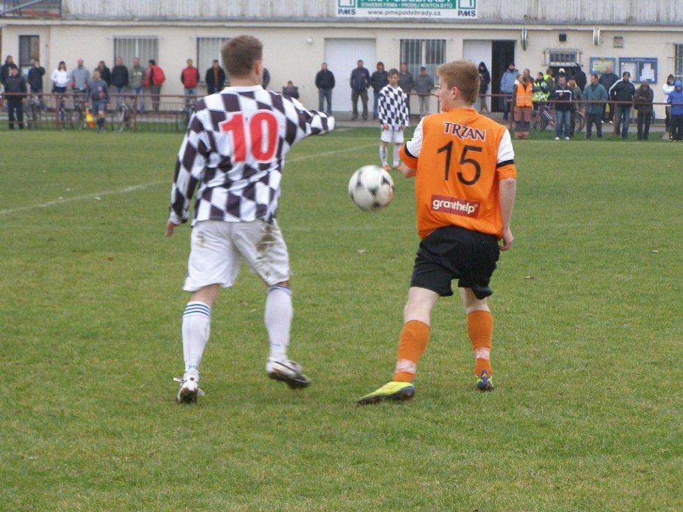 Z okresního fotbalového derby I.B třídy Libice - Sadská (2:1)