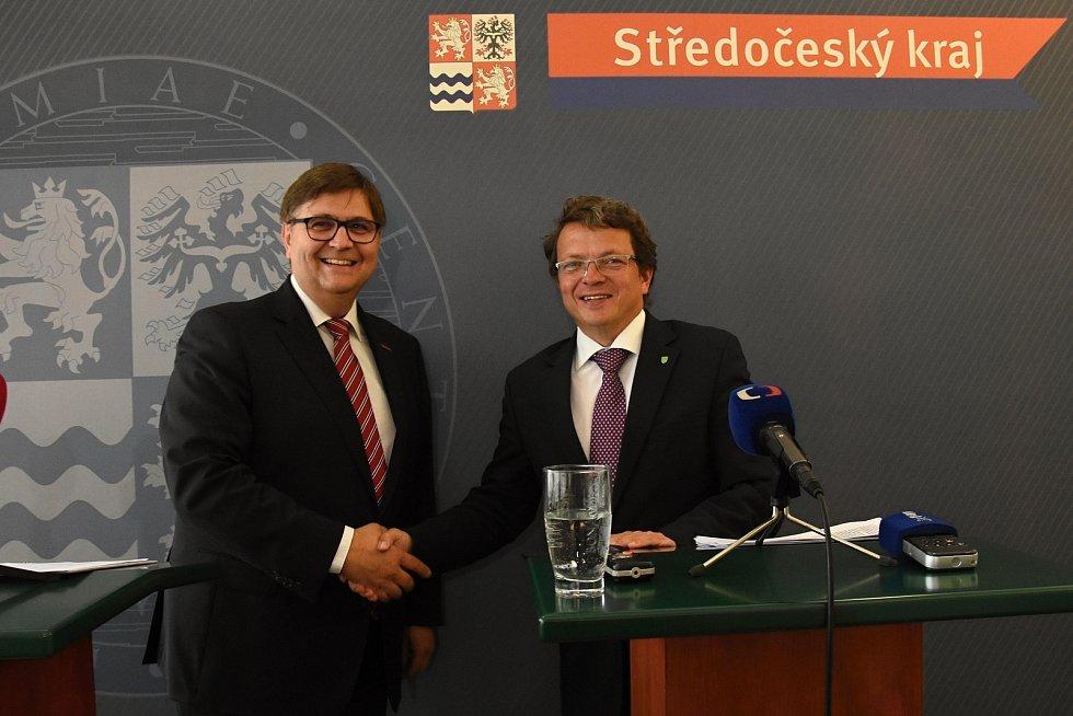 Nacházející třetí výzvu kotlíkových dotací ve Středočeském kraji představili v pondělí náměstek hejtmanky Středočeského kraje Gabriel Kovács (ANO) a náměstek ministra životního prostředí Jan Kříž.