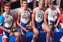 MISTR SVĚTA. Mladý veslař Jan Zavadil (vlevo) ze Semic se stal mistrem světa. Už před pár týdny slavil i titul evropského šampiona
