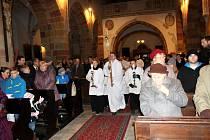 Půlnoční ve čtyři odpoledne zaplnila chrám svatého Jiljí v Nymburce