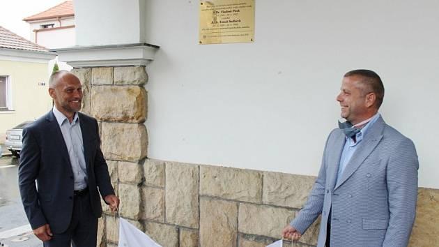 Z odhalení pamětní desky Vladimíra Pírka a Tomáše Sedláčka.