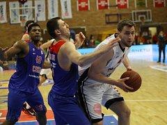 Z basketbalového utkání VTB ligy Nymburk - CSKA Moskva (87:102)