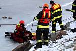 Více než 60 hasičů se prostřídalo na cvičení na nymburské Špičce.
