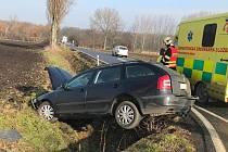 Nehoda dvou osobních aut, která se stala na křižovatce mezi Poděbrady, Pátkem, Kouty a Křečkovem.
