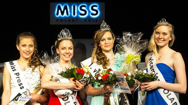 Zleva Miss Press Tereza Schovánková, Miss Polabí Adéla Prokopová, první vicemiss Michaela Hanušová, druhá vicemiss Petra Pirknerová