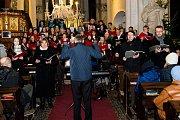I letos slavnou mši zazpíval sbor poděbradského gymnázia.