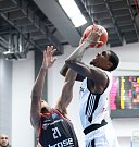 Basketbalisté Nymburka (v bílém) prohráli další zápas Ligy mistrů s Bambergem 78:84.