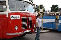Sraz historických autobusů a náklaďáků na autobusáku v Nymburce