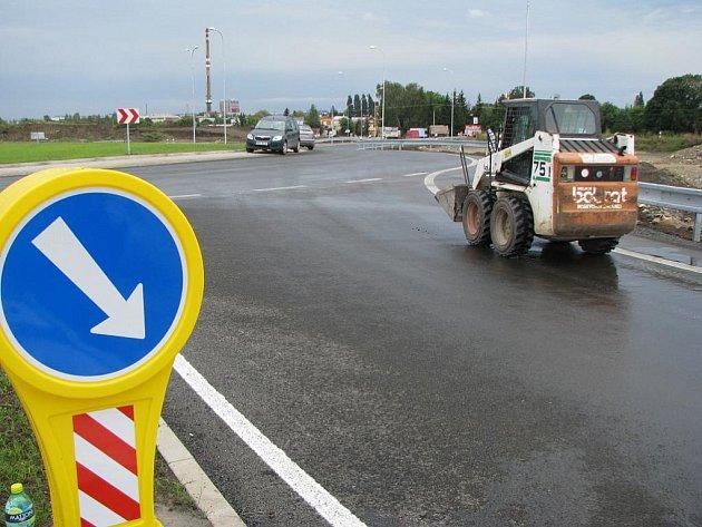 Kruhový objezd na boleslavském tahu v Nymburce je hotov