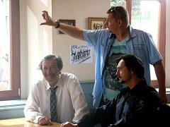 Natáčení komedie Hodinový manžel v nymburské restauraci U Gregorů.