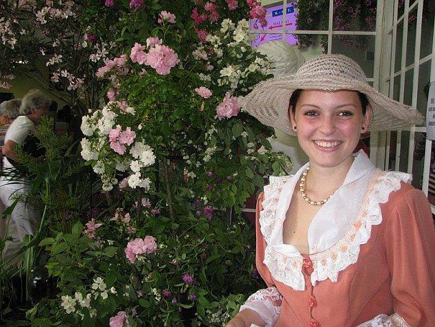 Tisíce lidí obdivuje i nakupuje tisíce květin na výstavě Květy 2010.