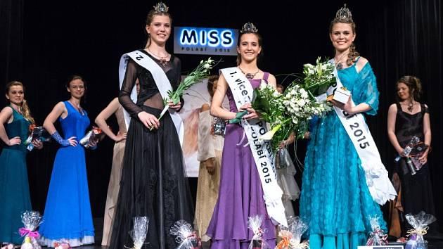 Vpravo vítězka Kateřina Buchalová, uprostřed 1. vicemiss Simona Dejmková, vlevo 2. vicemiss Kateřina Michlová