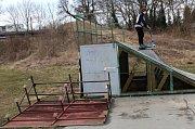 Vandalové poničili nymburský skatepark.