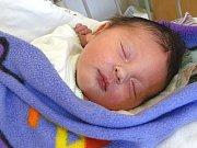 ADAM TESKA se narodil 8. dubna 2018 v 19.04 hodin s délkou 50 cm a váhou 3 520 g. Prvorozený chlapeček se dopředu prozradil a radují se z něj rodiče  Monika a Leoš z Milovic.
