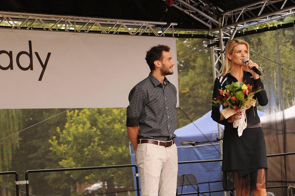 Zábavné odpoledne s řadou překvapení organizovala poděbradská firma Ateliér Donát v sobotu na Lázeňské kolonádě.