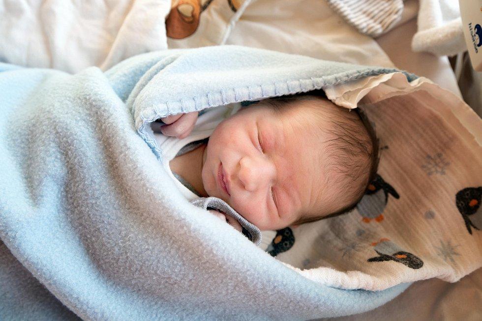 PAVLÍK ŠUBR se narodil 16. ledna 2019 v 8.01 hodin s mírami 50 cm a 3 400g. Maminka Alžběta a tatínek Michal se z chlapečka radují společně s malou Amálií (3 roky) doma v Káraném.