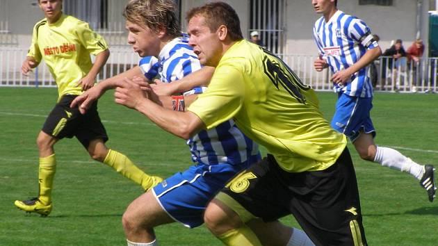 Z divizního fotbalového utkání Čelákovice - Děčín (1:2)