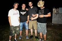 MASAKU SCREEVER, kompletní sestava (zleva): basák Honza Kaňour Kaňka, bubeník Honza Pravec, kytarista Jakub Jirásek, zpěvák a frontman Pepa Květák Nickel po koncertu na festivalu Postřižiny fest.