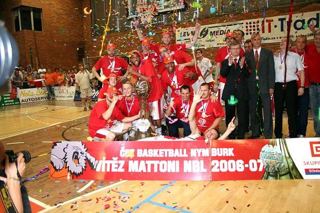 Basketbalový tým Nymburka je suverénem nejvyšší české soutěže už po čtyři roky.