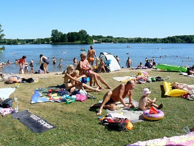 Poděbradské Jezero má zatím vodu v pořádku.