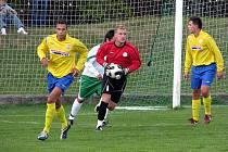 Z utkání krajského přeboru Polaban Nymburk (v bílém) - Benátky (0:2)