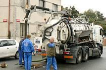 PLÁNOVANÁ OPRAVA hlavního řadu v Purkyňově ulici byla důvodem odstávky vody v centru Nymburka.