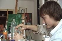 Víťa Karásek v roli vědce ve filmu  Králíci.