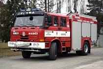 Úplně novou moderní a pro profesionální zásahy vybavenou Tatru získali dobrovolní hasiči z Lysé.