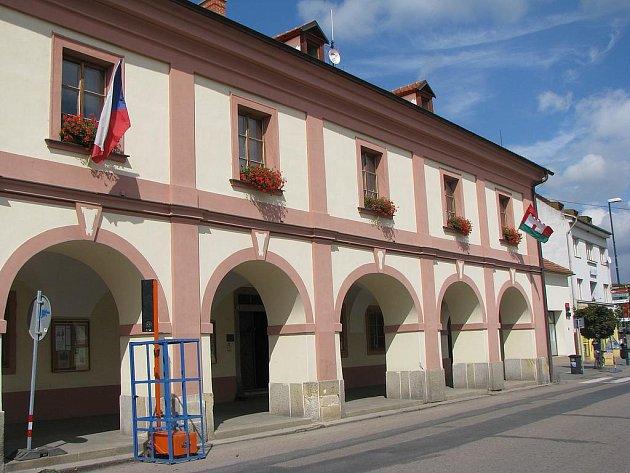 Radnice v Lysé nad Labem.