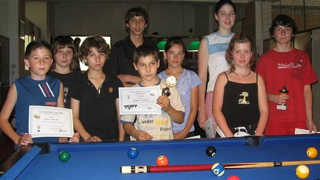 Juniorského klání v kulečníku v herně v Lysé nad Labem se zúčastnilo celkem devět startujících