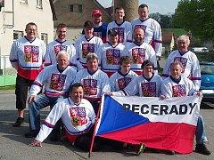 Hokejoví fanoušci z Pecerad.