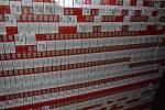 Cizinci pašovali cigarety ve dvojité stěně dodávky.