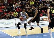 Basketbalisté Nymburka (v bílém) hráli další zápas Ligy mistrů na své palubovce. Soupeřem jim byly Antverpy.
