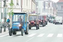 Spanilou jízdou Traktorparáda se studenti poděbradské zemědělky rozloučili se školou.