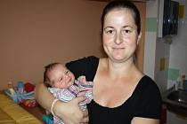 Ema Kopecká se narodila 27. května ve 20.30 hodin. Vážila 2930 gramů a měřila 47 centimetrů. Doma v Hradčanech ji přivítali rodiče Jitka a Pavel a sourozenci Anička (9) a Deniska (6).