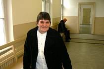 Mária Brodská na chodbě nymburského soudu loni v říjnu